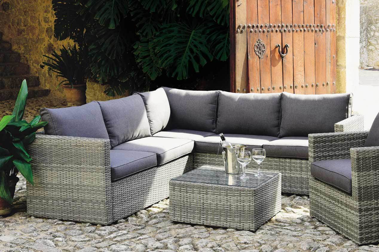 gartenm bel pflegen so reinigen sie polyrattan und co jumbo youdoo. Black Bedroom Furniture Sets. Home Design Ideas